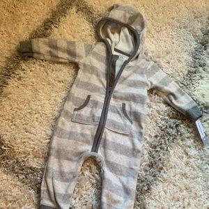 NWT Carter's Unisex Fleece Bodysuit - 9 mo